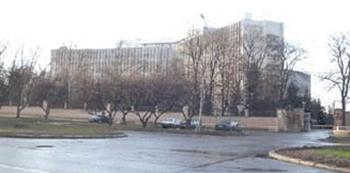 В больнице на Мичуринском проспекте в Москве в результате обрушения потолка один человек погиб, двое пострадали. Фото с сайта hospitall.ru