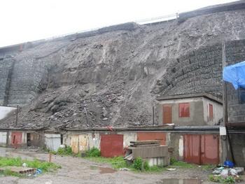 Во Владивостоке засыпана трасса из-за обвала подпорной стены. Фото с сйта ridus.ru
