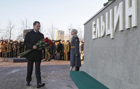 Открытие памятника Ельцину в Екатеринбурге. Наина Ельцина с дочерью Татьяной еще в понедельник прилетели  для участия в торжественных юбилейных мероприятиях. Фото: DMITRY ASTAKHOV/AFP/Getty Images