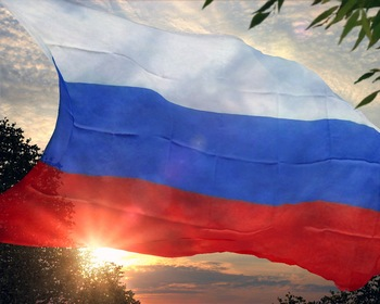 В Санкт-Петербурге был создан  живой флаг России. Фото с сайта afisha.yandex.ru