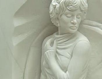 Памятник Людмиле Гурченко открыли на Новодевичьем кладбище. Кадр: канал Россия