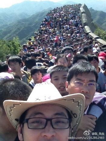 Фотография Великой китайской стены, сделанная на участке Бадалин, обратила на себя особое внимание и стала хитом в Интернете во время семидневного национального праздника в Китае. Фото: Weibo.com