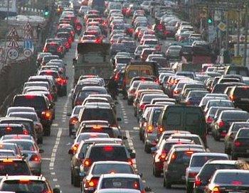 В ДТП на мурманском шоссе после ДТП образовалась пробка в несколько километров.. Фото с сайта istra-ostro.ru