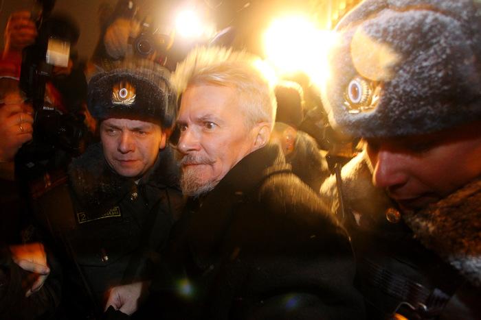 Новый год в России встречали по-разному. В канун праздника, 31 декабря, защитники 31 статьи Конституции вышли на Триумфальную площадь в Москве. Фоторепортаж. Фото: ANDREY SMIRNOV / Getty Images
