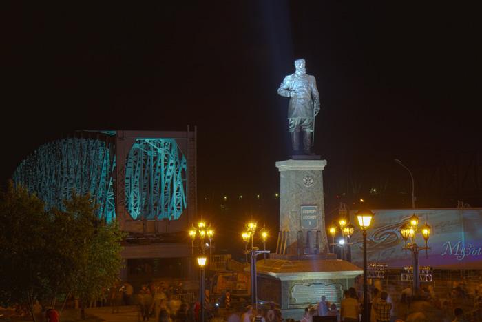 Открытие памятника императору Александру III в Новосибирске. Фото: Сергей Кузьмин/Великая Эпоха (The Epoch Times)