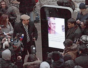 В Санкт-Петербурге установили памятник Стиву Джобсу. Фото:   soft.mail.ru