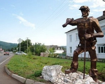 Памятник одинокому туристу. Фото: aif.ru