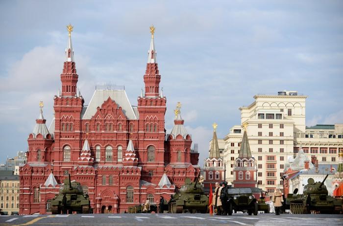 На Красной площади прошла генеральная репетиция марша в честь парада 7 ноября 1941 года. Фото:  NATALIA KOLESNIKOVA/AFP/Getty Images