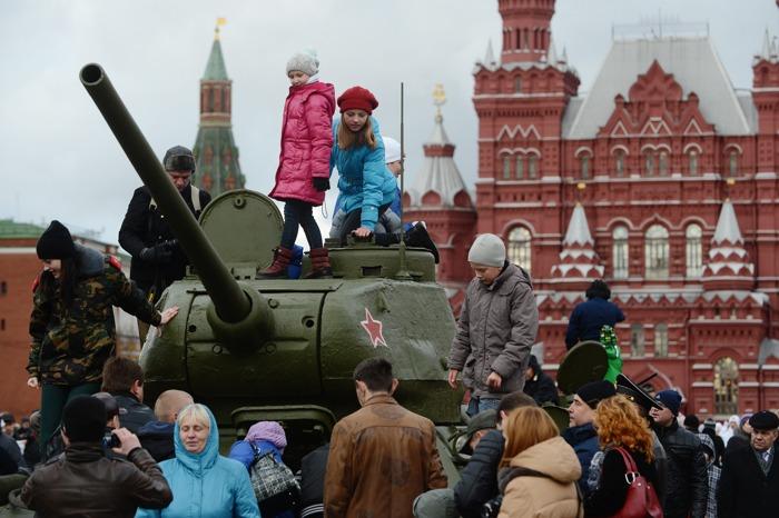 Исторический парад в честь победы в 1941 году под Москвой прошёл на Красной площади. Фоторепортаж. Фото: NATALIA KOLESNIKOVA/AFP/Getty Images