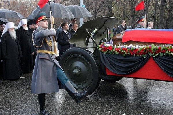 Прощание с Виктором Черномырдиным, и похороны «народного премьера». Фото с сайта news.kremlin.ru