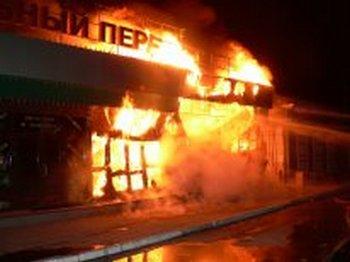 Пожар в Иркутске уничтожил торговые ряды на площади 2200 кв.м. Фото с сайта mchs.gov.ru