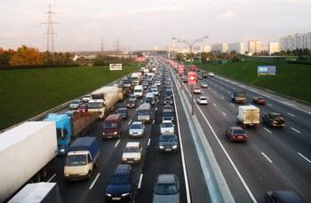 Многокилометровая пробка образовалась на Московской кольцевой автодороге. Фото с сайта aif.ru