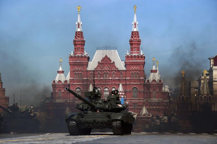 Генеральная репетиция парада Победы на Красной площади в Москве. Фоторепортаж. Фото: NATALIA KOLESNIKOVA/AFP/GettyImages