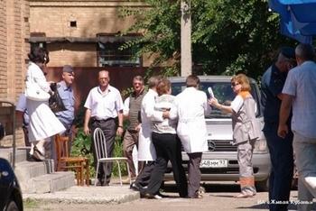 Родители погибших детей на Ейской косе. Фото  с сайта.livekuban.ru