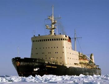 Ледокол «Адмирал Макаров» идет на помощь судам, застрявшим во льдах Сахалинского залива. Фото с сайта msun.ru