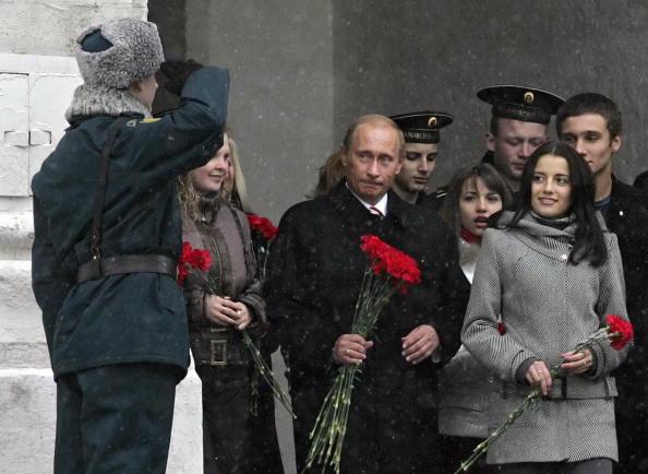 День народного единства, самый молодой праздник, отмечает Россия. Фото: VLADIMIR RODIONOV, ALEXANDER NEMENOV, SERGEI CHIRIKOV/AFP/Getty Images