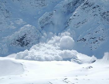 На  Чегете лавина накрыла туристов. Фото с сайта mountain.ru