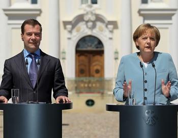 Дмитрий Медведев и Ангела Меркель. Фото: Sean GALLUP/AFP/Getty Images