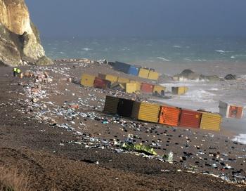 На сочинский пляж выбросило половину сухогруза. Фото: Leon Neal/AFP/Getty Images