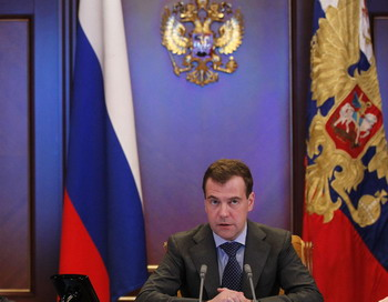 Медведев подверг критике высказывание  Путина о резолюции по Ливии. Фото: DMITRY ASTAKHOV/AFP/Getty Images