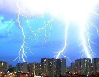 Уходящий 2010 год побил все рекорды по числу опасных погодных явлений. Фото с сайта mtvorez.ru