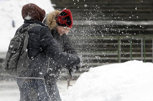 Циклон «Моника» может обрушиться  на Москву снегопадом и метелью. Фото: NATALIA KOLESNIKOVA/MICHAEL ECKELS/AFP/Getty Images