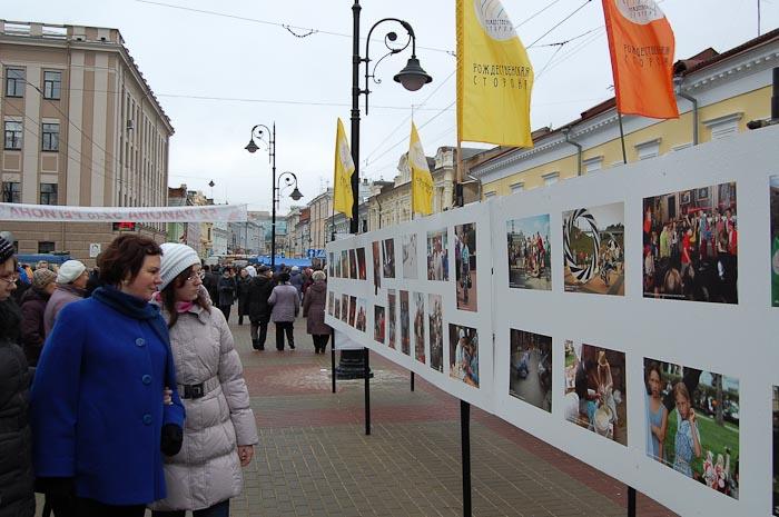 Фотовыставка на улице Рождественской. Фото: Николай Карпов/Великая Эпоха (The Epoch Times)