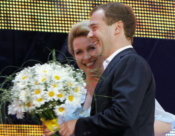 Дмитрий Медведев с супругой Светланой Медведевой. Фото: VLADIMIR RODIONOV/AFP/Getty Images