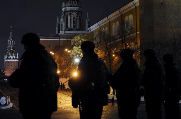 В центре Москвы патрулируют усиленные отряды милиции и ОМОНа. Фото: NATALIA KOLESNIKOVA/Getty Images