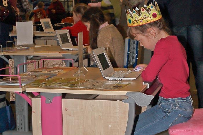 Детские компьютеры всегда были заняты. Спортлэнд 2012г. Фото:  Сергей Лучезарный/Великая Эпоха (The Epoch Times)