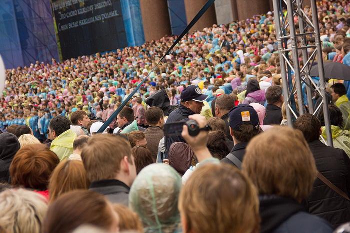 Хор на ступенях Исаакиевского собора. Фото: Олег Луценко/Великая Эпоха (The Epoch Times)