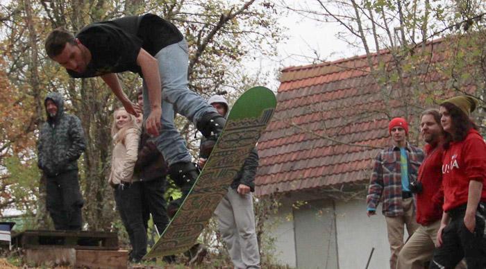 Биг-эйр с приземлением в солому. Фото: Александр Трушников/Великая Эпоха (The Epoch Times)