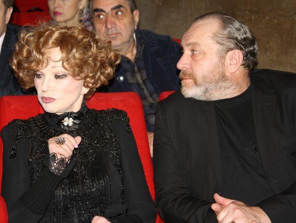Людмила Гурченко выступила в качестве режиссера-постановщика музыкального фильма «Пестрые сумерки», представленного на фестиваль