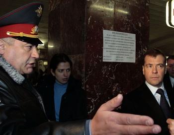 В московском метро появятся пункты досмотра пассажиров. Фото: MIKHAIL KLIMENTYEV/AFP/Getty Images