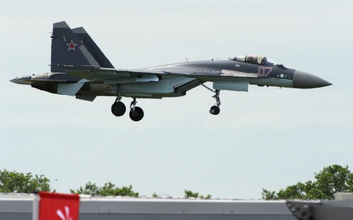 Российский истребитель Су-35С впервые будет участвовать в авиасалоне Ле Бурже. Фото: ERIC PIERMONT/AFP/Getty Images