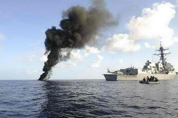 Военные корабли у берегов Самоли. Фото: Handont/Getty Images Ntws