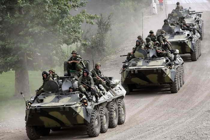 Российские мотострелки в Абхазии получат БТР с кондиционерами. Фото: LOUISA GOULIAMAKI/AFP/Getty Images
