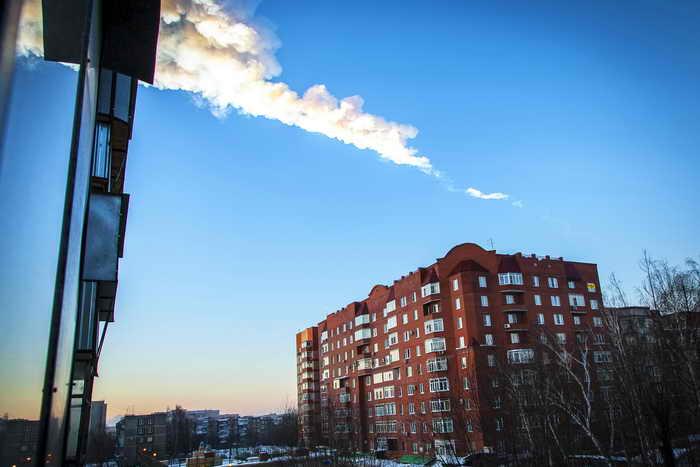 Метеорит в небе над Челябинском. Фото: OLEG KARGOPOLOV/AFP/Getty Images