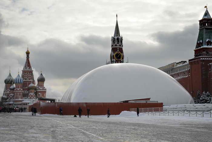 ЛДПР предложила захоронить Ленина под предлогом ремонта мавзолея.  Фото: ALEXANDER NEMENOV/AFP/Getty Images