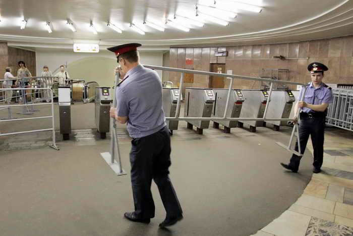 Сегодня. 5 мая, в московском метрополитене на участке Таганско-Краснопресненской линии, на перегоне между станциями «Выхино» и «Рязанский проспект», произошло небольшое возгорание. Около 300 человек эвакуированы из-за задымления. Фото: YURI KADOBNOV/AFP/Getty Images