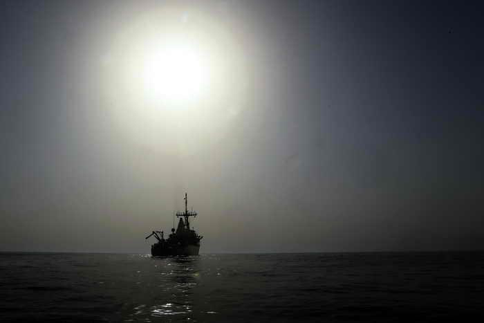Военный корабль в море. Фото: MARWAN NAAMANI/AFP/Getty Image