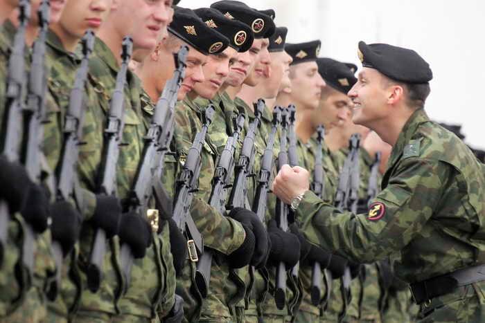 Морская пехота ТОФ штурмует во Владивостоке полигон «Горностай». Фото: ALEXANDER NEMENOV/AFP/Getty Images