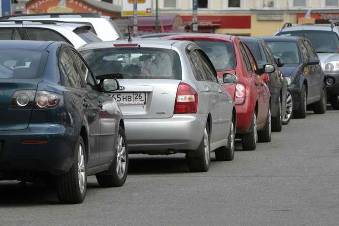 С 1 июня в пределах Бульварного кольца парковка автомобилей стала платной. Фото: NATALIA KOLESNIKOVA/AFP/Getty Images