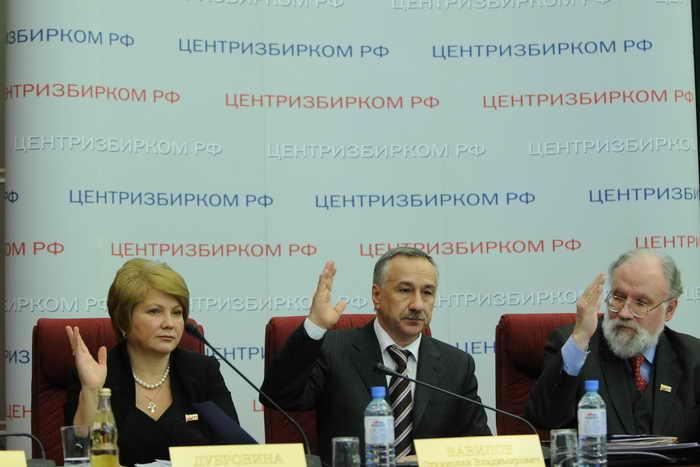 Члены Центральной избирательной комиссии России. Фото: YURI KADOBNOV/AFP/Getty Images