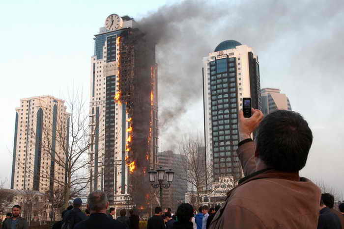Сгоревший в Грозном небоскрёб «Олимп» переименуют в «Феникс». Фото: ELENA FITKULINA/AFP/Getty Images
