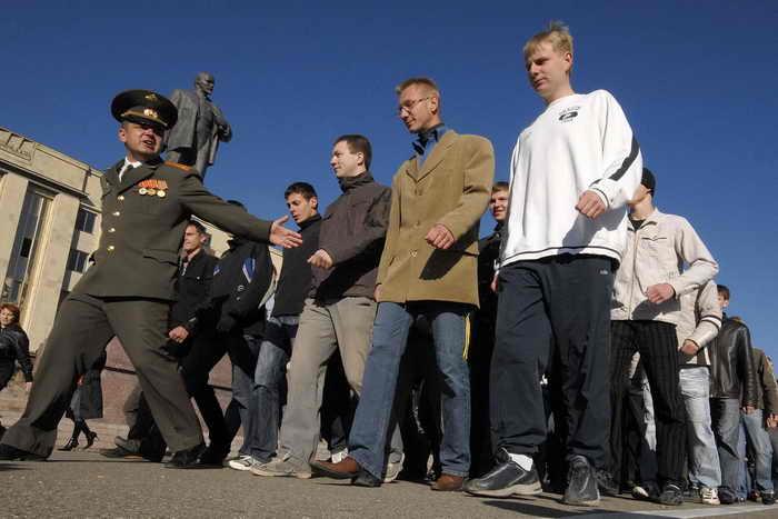 План весенне-летнего призыва: более 150 тысяч новобранцев будут призваны в армию. Фото: DANIL SEMYONOV/AFP/Getty Images