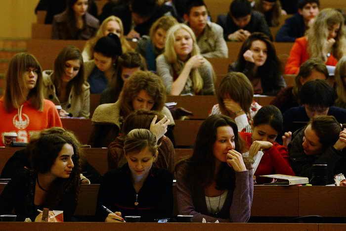 Министерство образования и науки намерено сократить количество специальностей в российских вузах в 5 раз. Фото: ALEXANDER NEMENOV/AFP/Getty Images