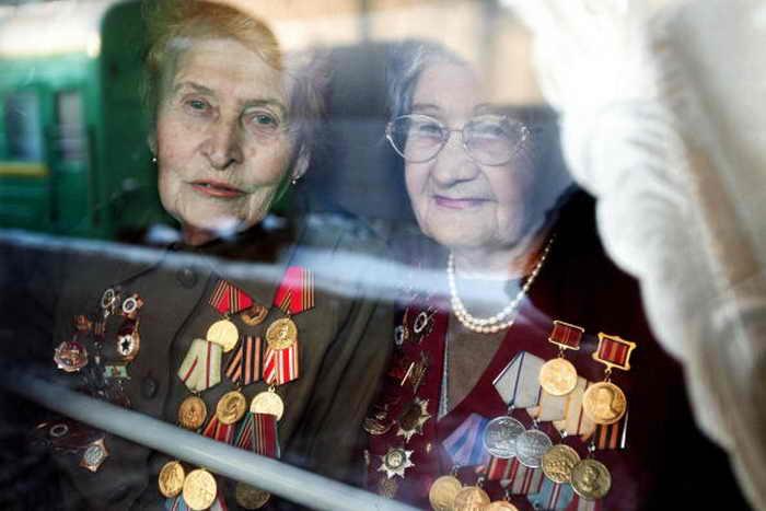 На Южном Урале нашли невручённые советские ордена и медали. Фото: SERGEY MAMONTOV/AFP/Getty Images
