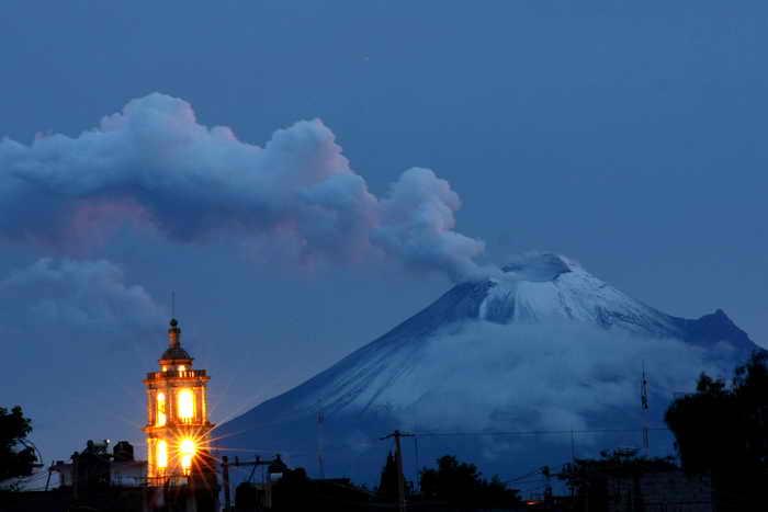 В Мексике готовятся к извержению вулкана Попокатепетль. Фото: GUADALUPE PEREZ/AFP/GettyImages