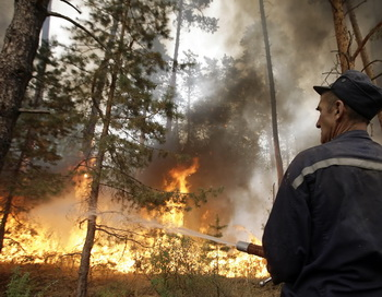 Пожар в лесу. Фото: ARTYOM KOROTAYEV/AFP/Getty Images